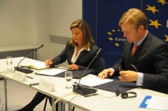 EU Special Representative for BiH Ambassador Peter Sørensen and ICMP Director General Kathryne Bomberger signed the donation agreement