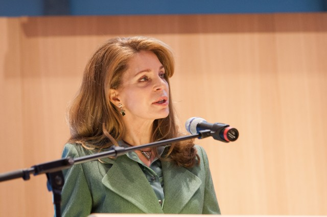 Her Majesty Queen Noor speaks at the conference in the Hague